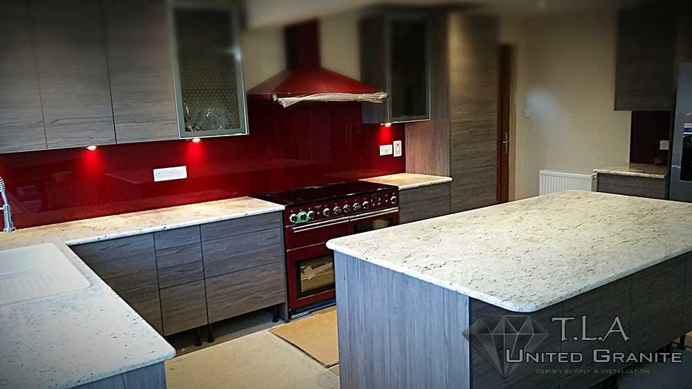 White flecked granite kitchen worktops